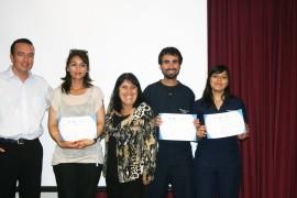 En la ceremonia se entregaron certificados a diez representantes de los 75 estudiantes certificados