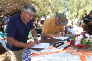 El rector de la UA, Luis Alberto Loyola y presidente de Gen, Pedro Aranda, firmaron la alianza en el 2011.