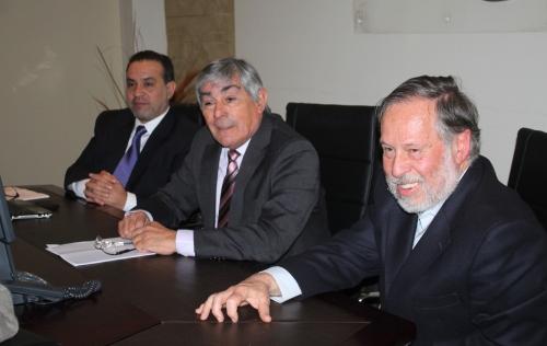 El Rector Luis Alberto Loyola encabezó la reunión de trabajo junto al decano de la Facultad de Arquitectura y Urbanismo de la Universidad de Chile