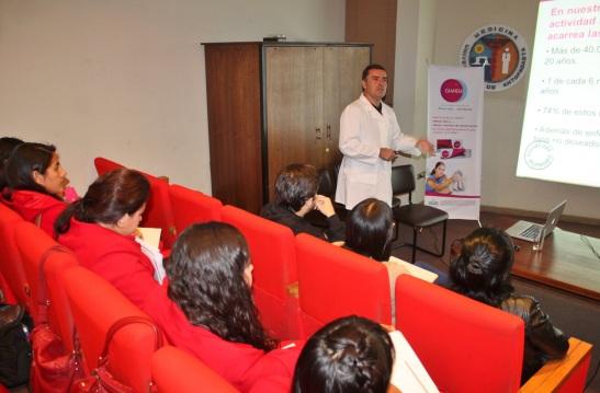 Experto en  sexualidad dictó charla a estudiantes de Obstetricia y Puericultura de la Universidad de Antofagasta