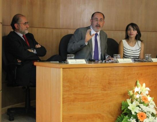 El Dr. Romero ( centro) tratará sobre los principales aspectos de la iniciativa para Chile